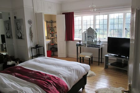 2 dbl. bedrooms in character house - Bed & Breakfast