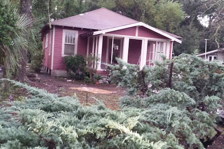 Rosemary's Cottage - built in 1922 - Pensacola - Bungalow