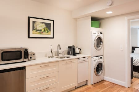 Capitol Hill Suite - Private Patio! - Washington - Apartment