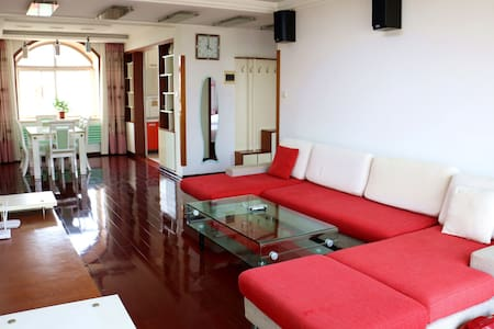 青岛金沙滩家庭式度假公寓(三居、免费停车) - Qingdao - Wohnung