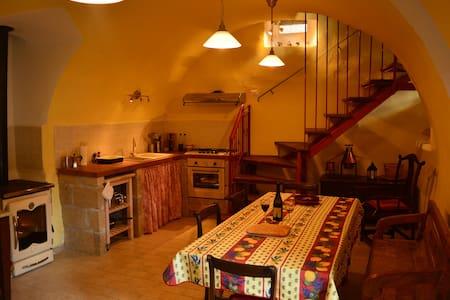 Casa Rossa: rustica ed elegante - Goriano Valli