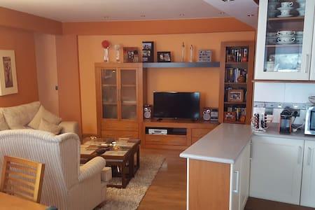 Magnífico piso de tres habitaciones - Lägenhet