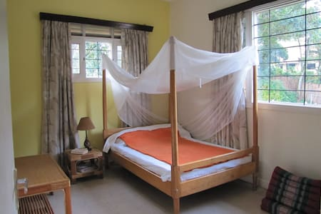 Comfortable room in family home - Kampala - Casa