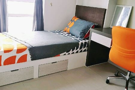 2 bedrooms available. Female only. - Cyberjaya - Bed & Breakfast