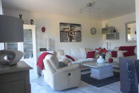 Belle chambre  dans beau logement - Floing - Ev