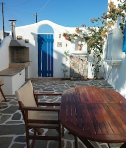 A cosy sweet home by the seaside of the beautiful Aliki area of the Greek Island of Paros. Its comfortably furnished and equipped with the necessary amenities to make your stay as pleasant as possible.It is ideal  for holidays all year round.