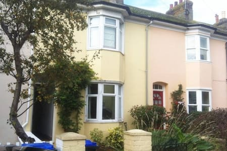 2 Bedroom Victorian House available for weekends - Shoreham-by-Sea - Talo