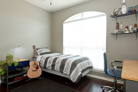 Comfy room and super close to all - Cedar Park - Maison