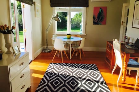 Beautiful Sunny, Large Room in Nelson Villa - Nelson