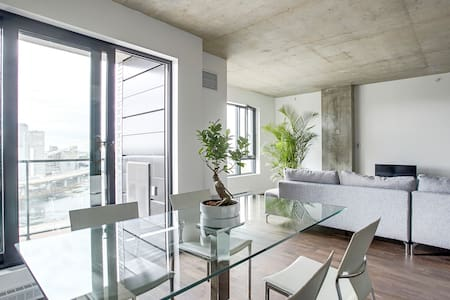 DREAMLOFT:LAKE VIEW+POOL in OLD MTL