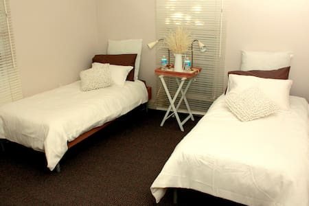 Live like a local walk to the city! - Spring Hill - Apartment