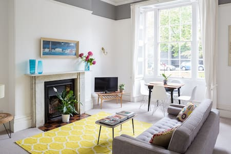 Stylish flat In Clifton Village - Pis