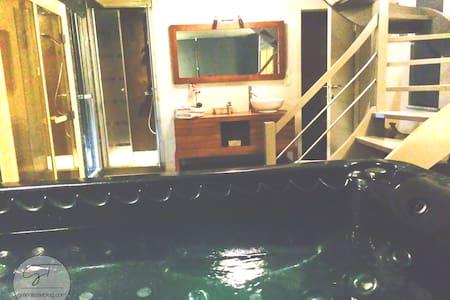 La Suite de Daphné avec jacuzzi, sauna et hammam! - Szoba reggelivel