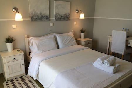 Paradisos b&b sea view room 2 - Agii Pantes - Bed & Breakfast