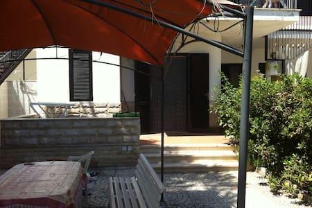 Foggiamare bilocale con giardino - Zapponeta - Hus