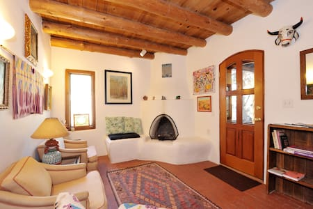 Artist's casita near Museum Hill - Santa Fe - Apartment