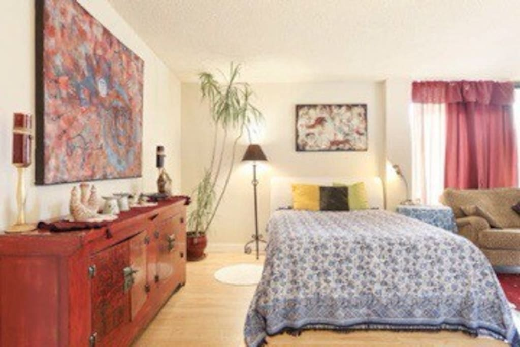 Huge studio-bedroom like a Mini-gallery