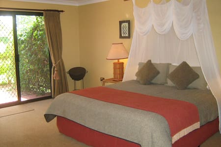 Relax at Gum-tree on Gillies B&B - Bed & Breakfast
