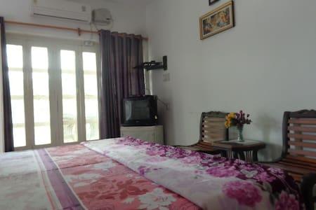 Sri Radha Krishna Kunh Homestay 102 - Agra