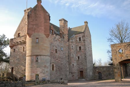 Dairsie Castle (historic Scotland)