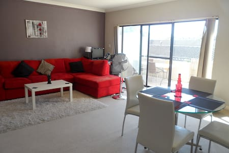 Private room with own bathroom - Dee Why