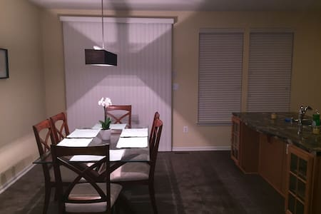Relaxing private room - Capitol Heights - Townhouse