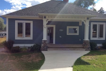 2 Private Bedrooms Heritage Home - Invermere - House