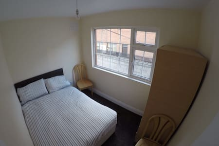 Bedroom City Centre 10 min to Spire - Hus