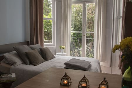 Stylish Kensington Studio + a garden + 50Mbps WIFI - London - Apartment