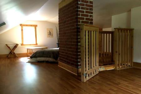 Petite Attic Loft, NW Forest Park - Portland - House