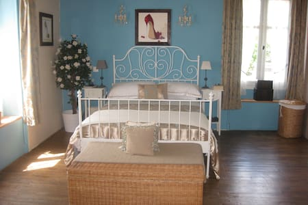 Stunning B&B set in rural France. - Bed & Breakfast