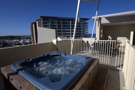 Redcliffe Penthouse 4 Bedroom Apt - Apartment