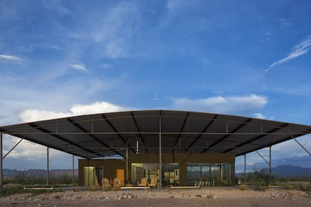 Modern Solar Home South of Marfa - 一軒家