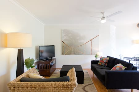 Funky Little Apartment - Scarborough - Daire