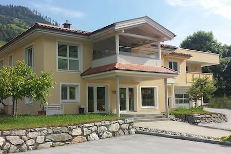 Wohnung mit 2 Schlafzimmern - Lakás