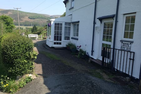 Bloom Cottage is pet friendly with reliable wifi - Llangollen - Casa