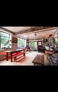 Super cool Shoreditch / Hoxton loft