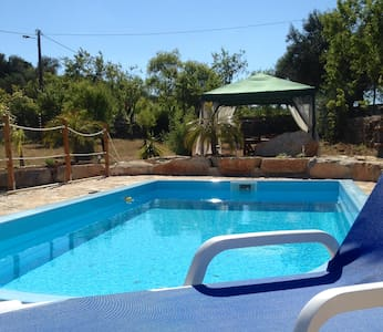 Small, cosy B&B with a  pool ! - Bed & Breakfast