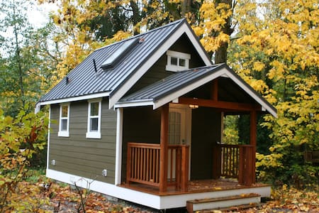 Modern Redmond Tiny House w/Loft!