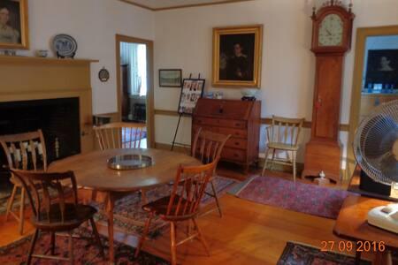 Ultra Historic House 5 mi from Prov - Pawtucket - Casa