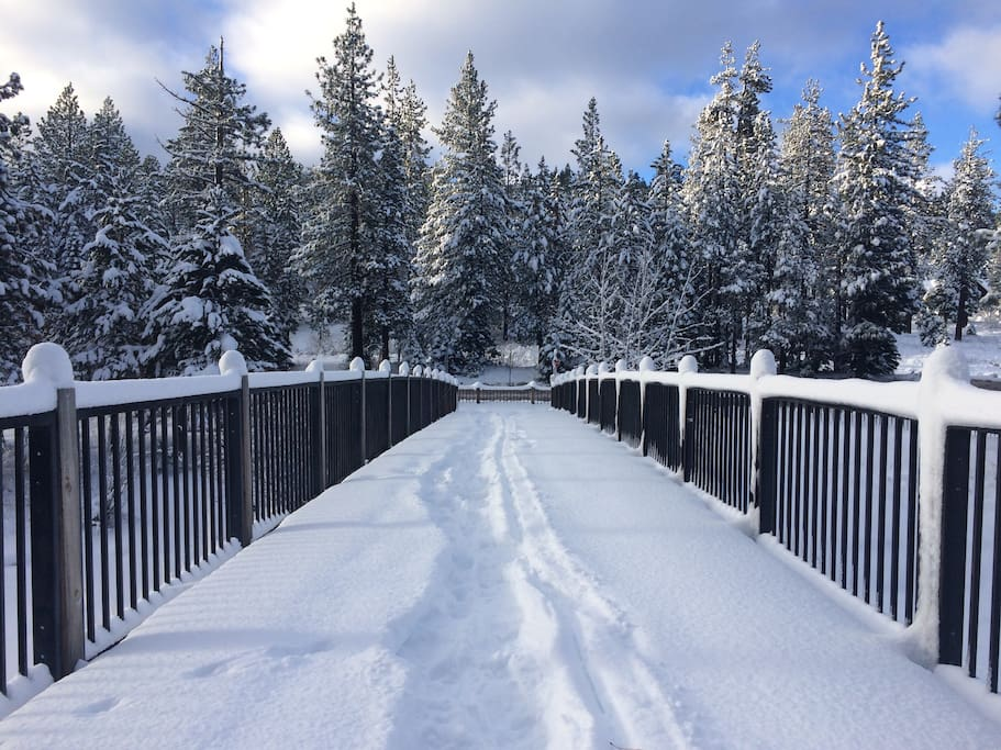 foot bridge over Truckee River