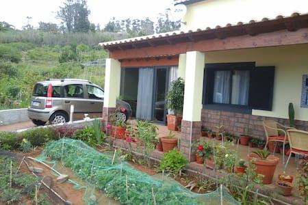 Aluga-se casa na Fajã Ovelha - Faja Da Ovelha