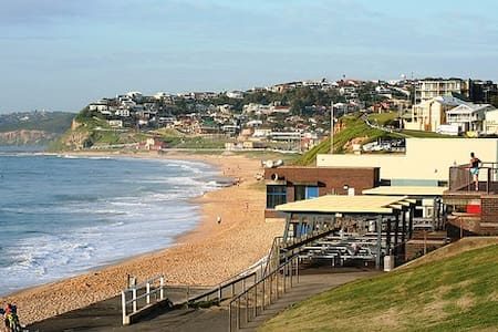 Beach house at Merewether, NSW - Merewether - Lejlighed