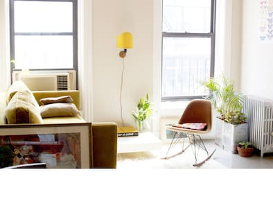 Stay in your very own unique Manhattan apartment on the extraordinary Lower East Side. A unique apartment with designer furniture and the most amazing rooftop in New York. Fast Wi-Fi!