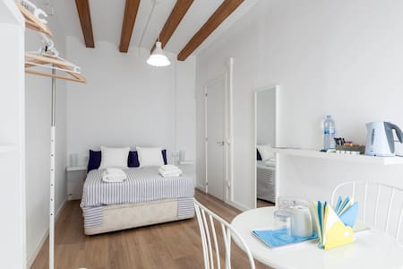 Habitación luminosa y con encanto - Barcelona - Apartment