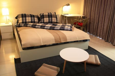 DOUBLE BEDROOM 30s to MRT, airport - House