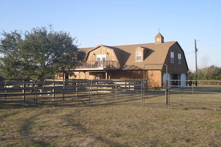 Carriage House on a Texas ranch. - Vindsvåning