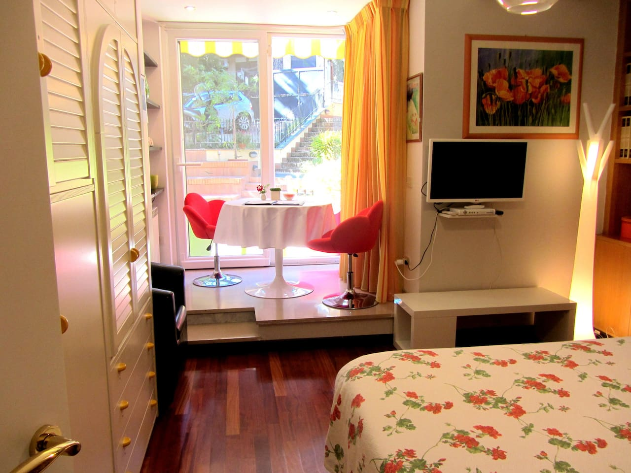 King Size Bed and Breakfast Area