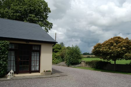 'Inisfail' meaning 'a place of welcome' is the name of our one bedroom luxury apartment. Situated in the beautiful small village of Beaufort just 8 kms from Killarney town, the centre of South West Ireland's tourist industry. Ideal base for touring