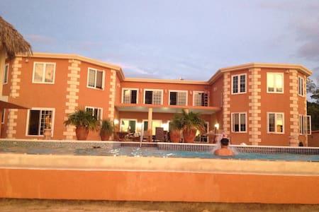 Paradise on the Caribbean Sea  - Huis